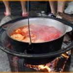 Пища приготовленная на костре всегда вкуснее нежели в городе.
