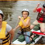 Дети активно участвуют в сплавах на катамаранах!