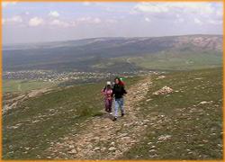 Поднимаемся по ишачьей тропе на нижнее плато Чатырдаг.