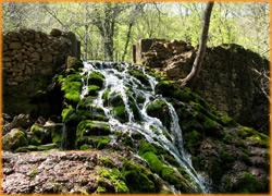 Прохладные воды Джур-Джура в жаркие, летние дни.