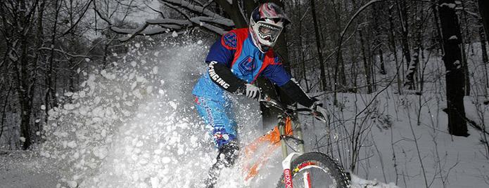 ezda-na-velosipede-zimoy
